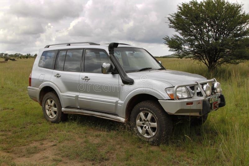 Download Zilveren Mitsubishi Pajero DHD Redactionele Foto - Afbeelding bestaande uit hindernis, taai: 39109901