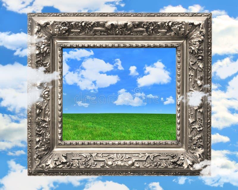 Zilveren omlijsting tegen een blauwe hemel stock afbeelding