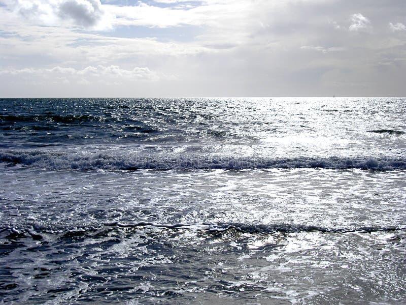 Download Zilveren Overzees stock foto. Afbeelding bestaande uit strand - 29882