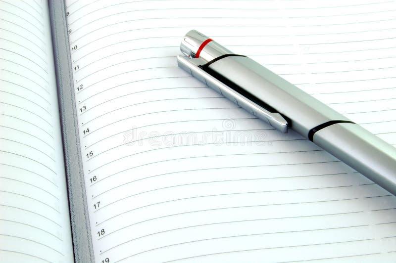 Zilveren Pen en Nieuwe Agenda stock foto's