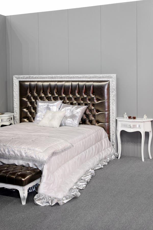 Zilveren slaapkamer stock fotografie