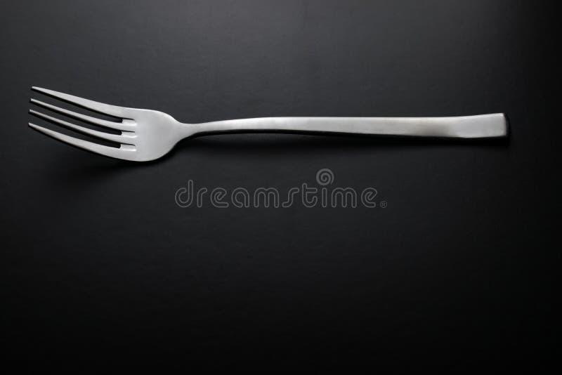 Zilveren vork op zwarte achtergrond royalty-vrije stock foto