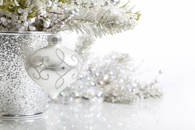 Zilveren Wit Kerstmisornament royalty-vrije stock afbeeldingen