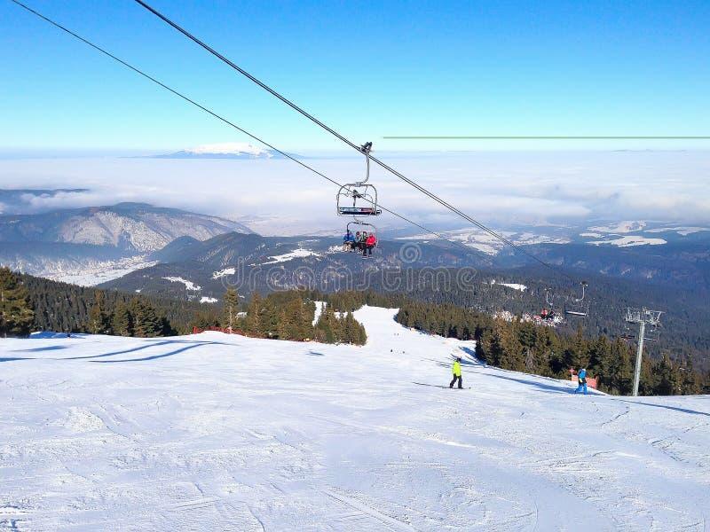 Zim góry, skłony w wysokogórskim ośrodku narciarskim Borovets, Bułgaria zdjęcie stock