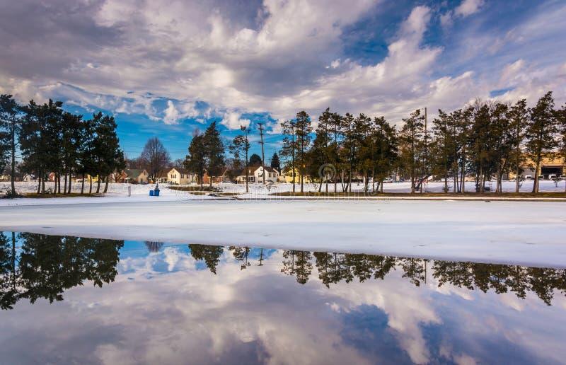 Zim odbicia przy Kiwanis jeziorem w Jork, Pennsylwania zdjęcia royalty free