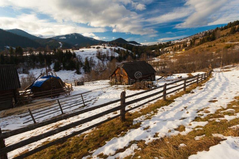 Zima śniegi zakrywający halni szczyty w Europa obrazy royalty free