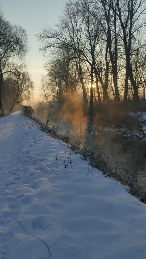 Zima świt na rzece obrazy stock