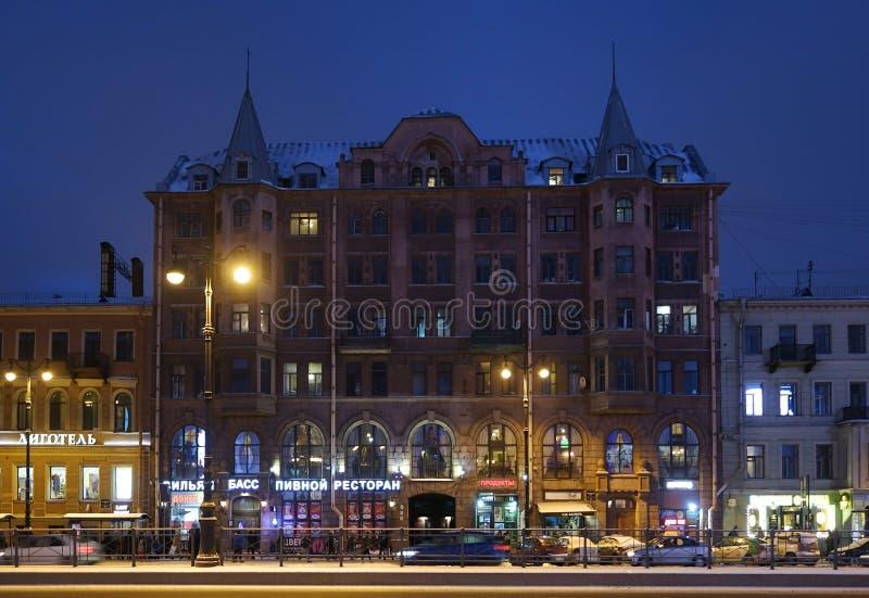 Zima budynek mieszkaniowy w sztuce Nouveau i wieczór projektujemy na Ligovsky perspektywie zdjęcia royalty free