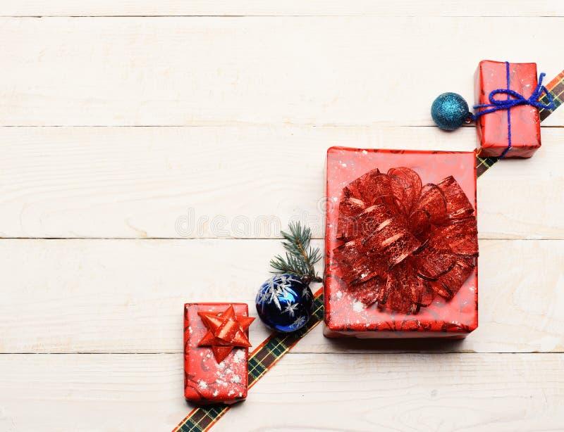 Zima czas i nowego roku karciany pojęcie dekoracje świąteczne ekologicznego drewna zdjęcie royalty free