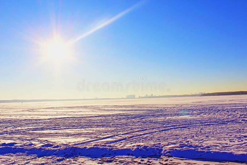 Zima dzień na jeziorze obrazy stock
