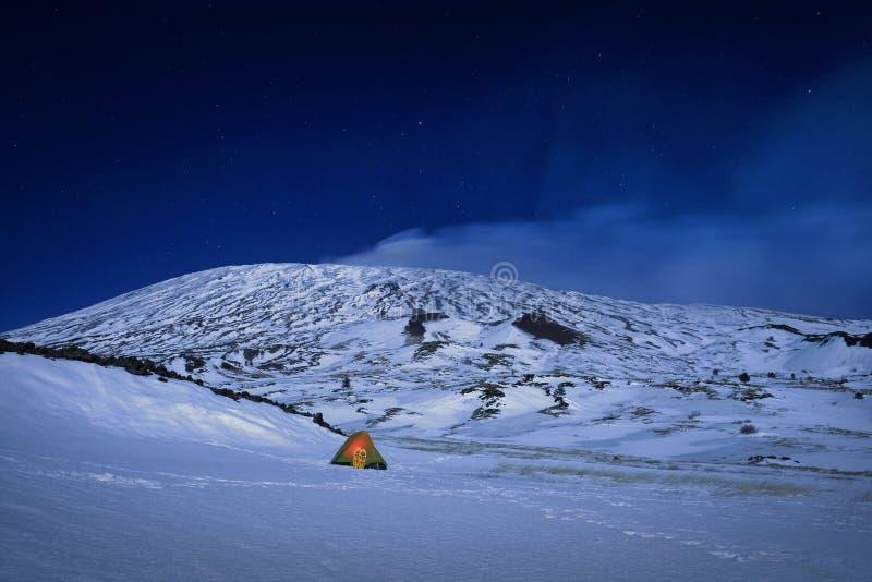 Zima Dziki obóz W Etna parku Przy nocą, Sicily zdjęcia stock