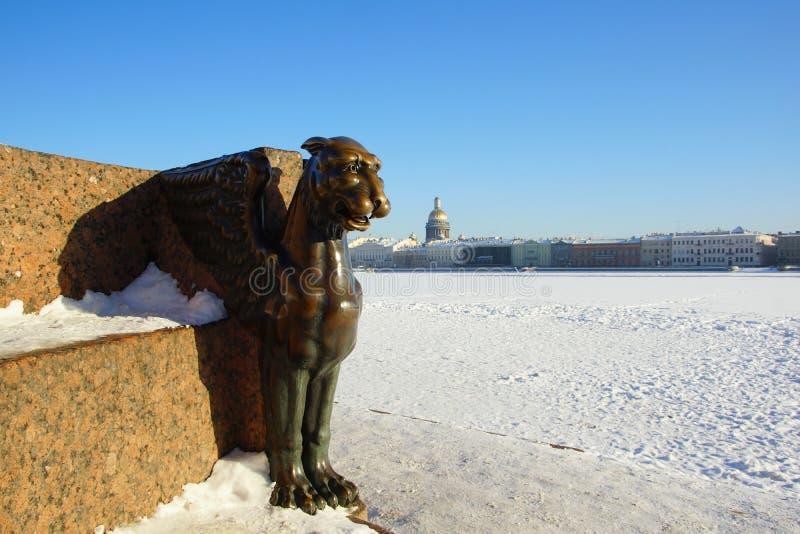 Zima gryf na Uniwersyteckim bulwarze i obrazy stock