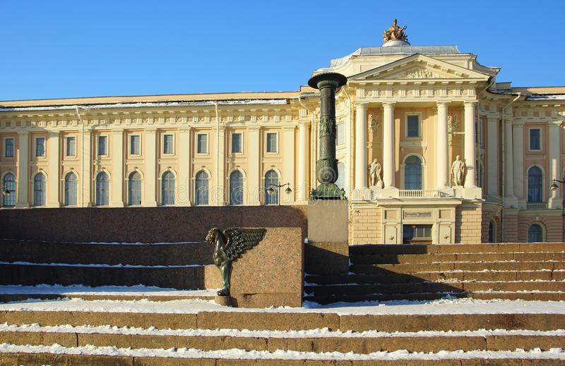 Zima gryf na Uniwersyteckim bulwarze i obraz royalty free
