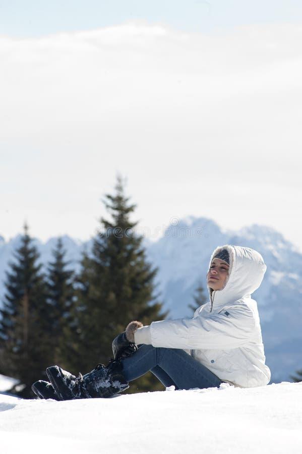 Download Zima kobieta zdjęcie stock. Obraz złożonej z osoba, biały - 27534448