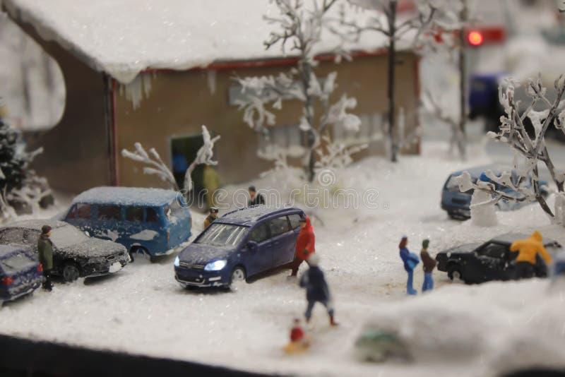 Zima krajobraz, domy, drzewa, Północni mieszkanowie żyje i pracuje w śnieżnym mieście obraz royalty free