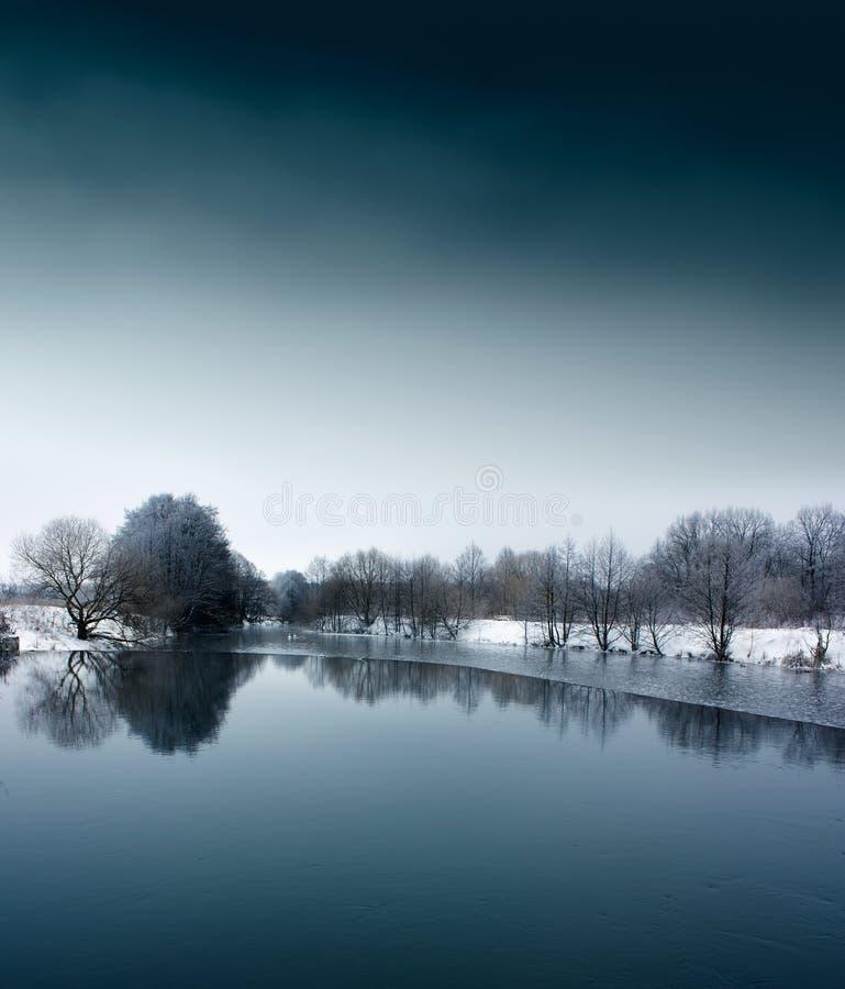Zima krajobraz z Spokojną rzeką obrazy stock