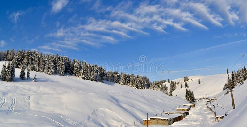 Zima las w Ural górach, Rosja, Chelyabinsk region, Minyar Pushkin ` s bajka fotografia royalty free