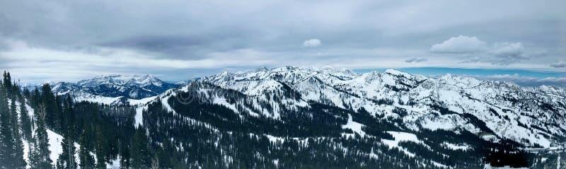 Zima majestatyczni widoki wokoło Wasatch Frontowych Skalistych gór, Brighton ośrodek narciarski blisko do Salt Lake i Heber dolin zdjęcie stock