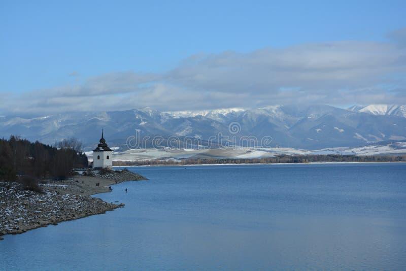 Zima mountians i jezioro zdjęcie stock