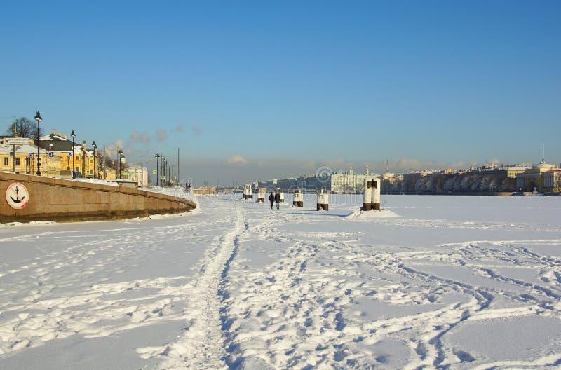 Zima mroźny dzień na Neva rzece zdjęcia royalty free