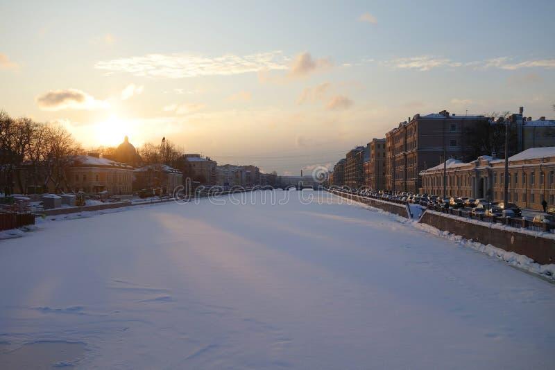 Zima mroźny wieczór przy Fontanka obrazy royalty free