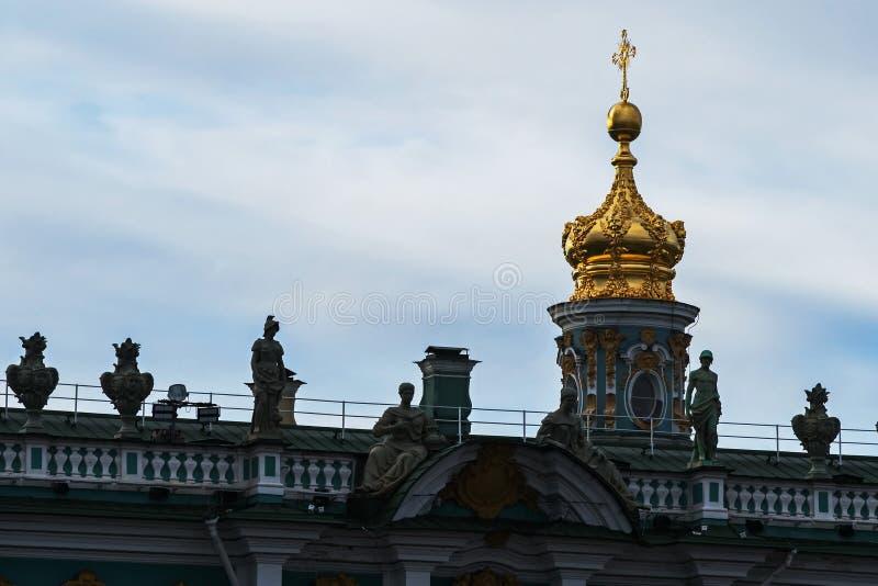 Zima pałac od sztaba generalnego łuku obrazy royalty free