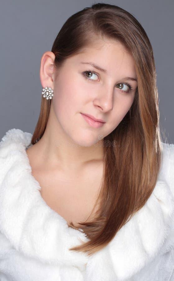 Zima portreta atrakcyjna młoda dziewczyna zdjęcia royalty free