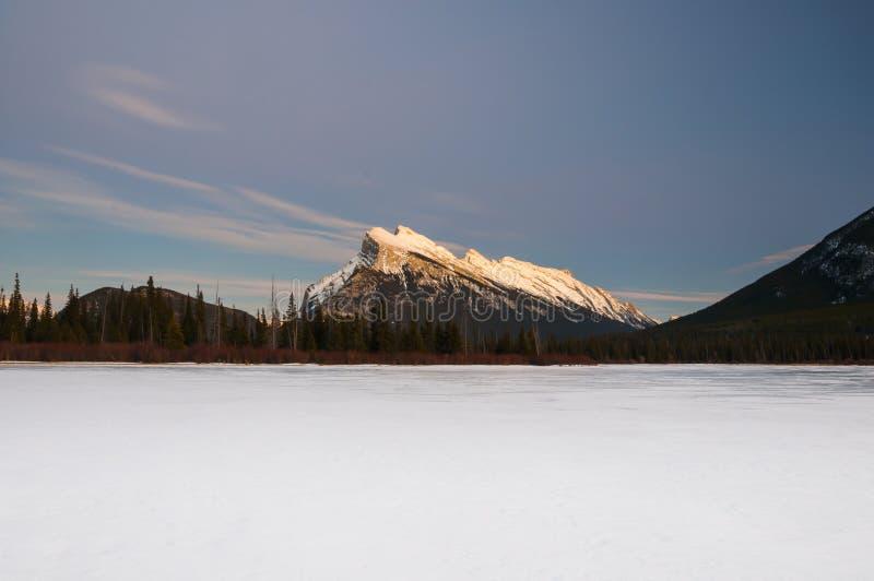 Zima przy nocą, Banff park narodowy zdjęcia royalty free