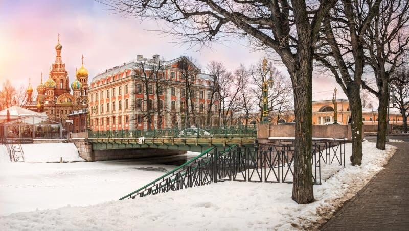 Zima spacer wzdłuż Moika obraz royalty free