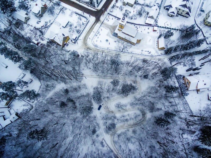 Zima w Vilnius, Lithuania: Tuputiskes Seprentine droga zdjęcia stock