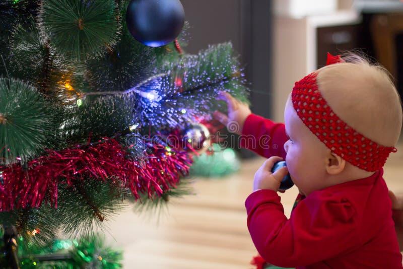 zima wakacje i ludzie pojęć Święta moje portfolio drzewna wersja nosicieli Nowego Roku ` s wakacje obrazy stock