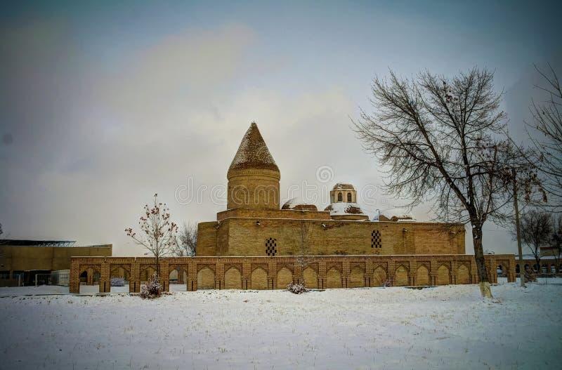 Zima widok Chashma-Ayub mauzoleum, Bukhara, Uzbekistan fotografia stock