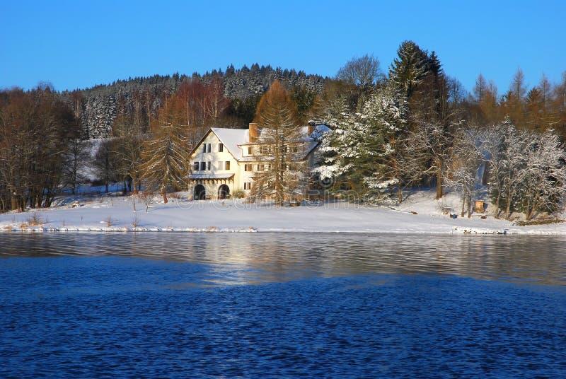 Zima widok jezioro zdjęcia royalty free