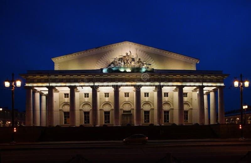 Zima wieczór przy mierzeją Vasilievsky wyspa w St Petersburg obraz stock
