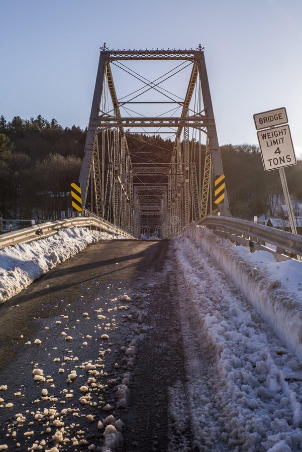 Zima wieczór scena przy Historycznego Skinners spadku Kratownicowym mostem zdjęcie stock