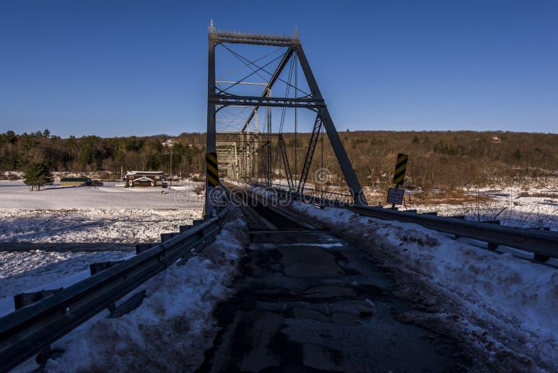 Zima wieczór scena przy Historycznego Skinners spadku Kratownicowym mostem zdjęcia stock