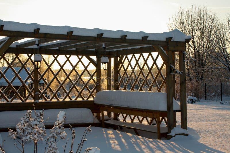 Zima z udziałami śnieg w Rosyjskiej wsi zdjęcie royalty free