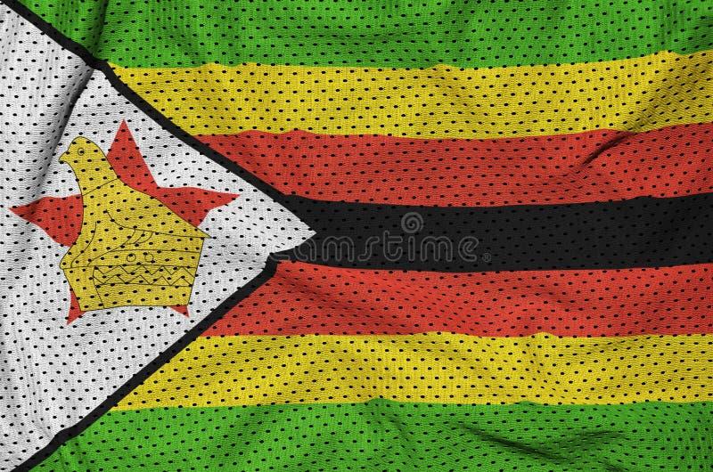 Zimbabwe flagga som skrivs ut på en fabri för ingrepp för polyesternylonsportswear arkivfoton