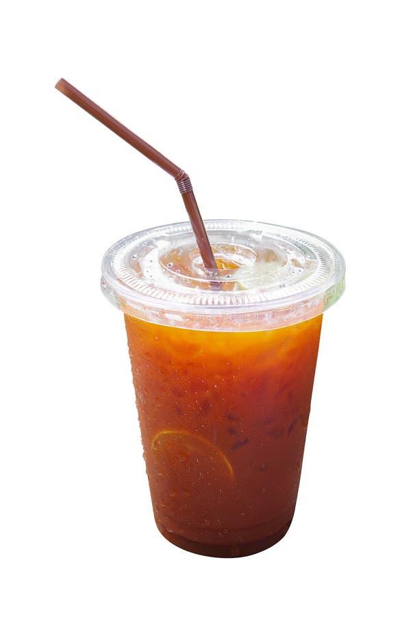 Zimna cytryna zamrażał herbaty wewnątrz bierze oddaloną plastikową filiżankę z słomą i cond obrazy royalty free