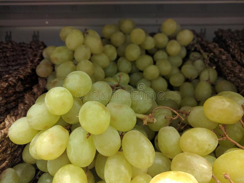 Zimni świezi zieleni winogrona zdjęcia stock