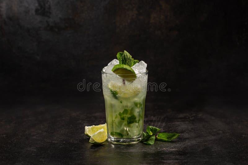 Zimny alkoholu mojito zdjęcia stock