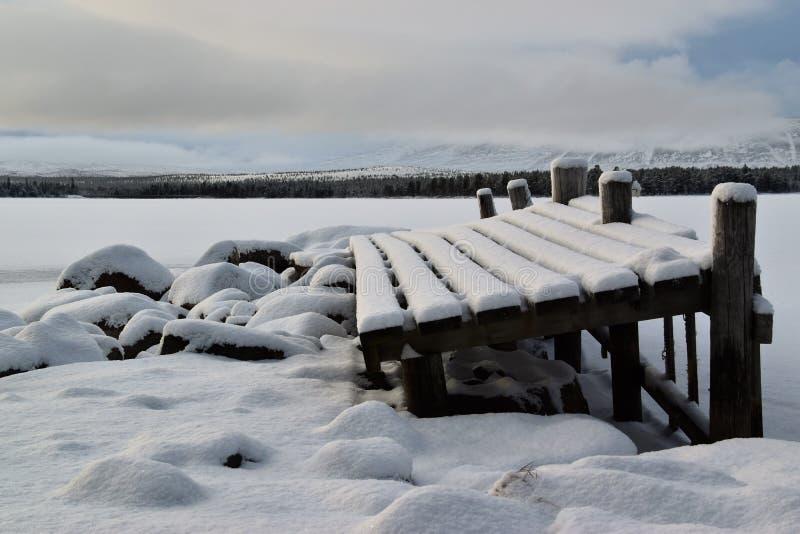 Zimny dzień przy małym dokowaniem w Norwegia zdjęcie royalty free
