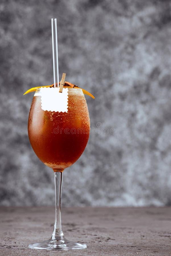 Zimny lato koktajl z koli, whisky i kawy trunkiem, obrazy royalty free