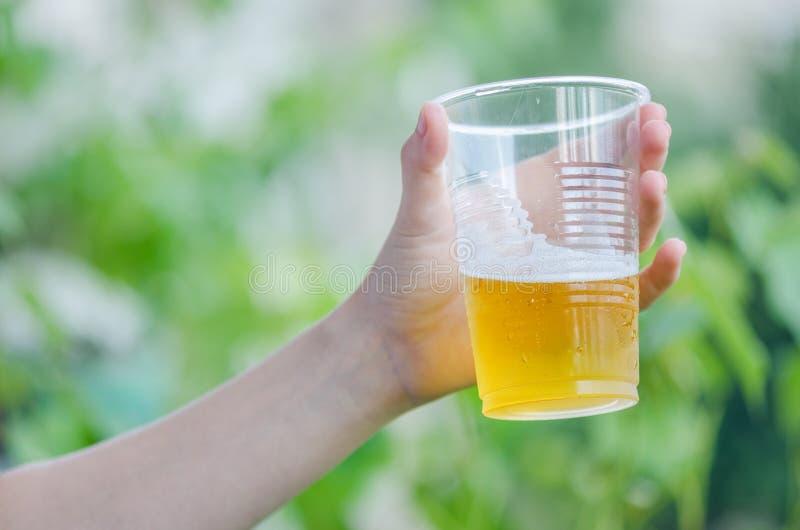 Zimny piwo W Gorącym letnim dniu zdjęcia royalty free