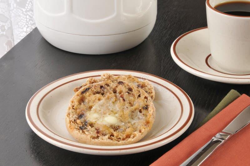 Zimt-Rosinen-englisches Muffin stockfotos
