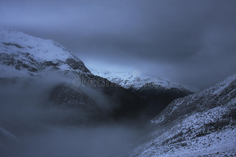 Download Zimy burza w pasmach obraz stock. Obraz złożonej z dziki - 53778903