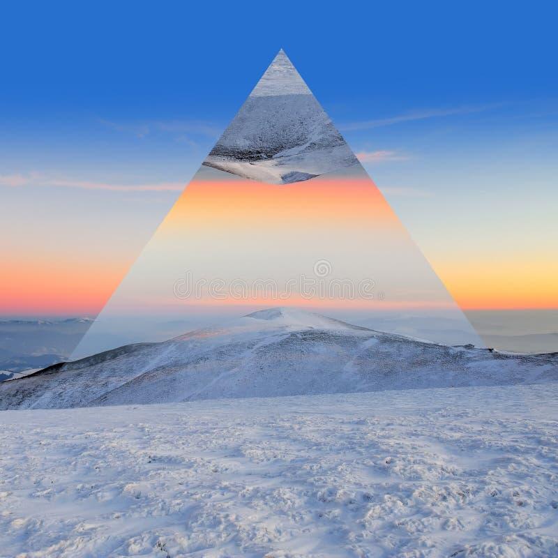 Zimy góra Geometryczny odbicie skutek obraz stock