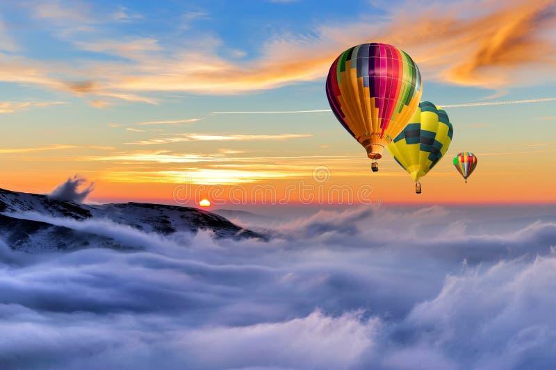 Zimy góra z lotniczym balonem obrazy royalty free