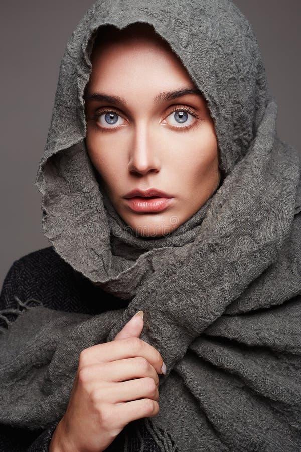 Zimy mody dziewczyny portret obraz royalty free