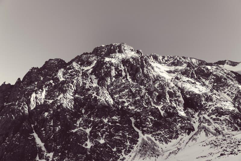 Zimy natury gór śnieżnego krajobrazu plenerowy tło zdjęcia stock